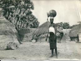 Niger  NIAMEY -  Cases Des Noirs ( Photo Brillante 10,7 X 14,8  état Traces De Colle ) - Niger