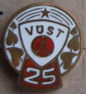 Nikola TESLA Company Czechoslovakia Electronic Industry VUST Pins Badges - Marche