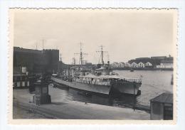 Photographie, Anonyme, Bateaux militaires au port, Chemin�es, Marins, Antennes, Barques
