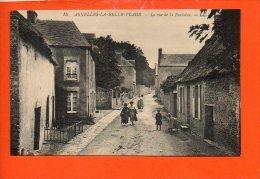 14 ASNELLES : La Rue De La Fontaine - Autres Communes