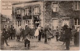Danses Populaires Bretonnes Les Guédennes à Plaintel - France