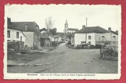 Straimont - Une Rue Du Village , Dans Le Fond , L'église Paroissiale ( Voir Verso ) - Herbeumont