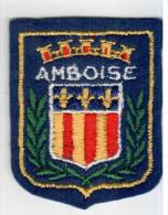 ECUSSON TISSU AMBOISE INDRE ET LOIRE  ARMOIRIES BLASON - Blazoenen (textiel)
