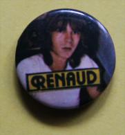 Pin´s - Chanteur Renaud ( Badge Ou épinglette ) - Musique