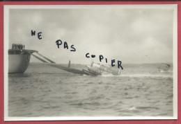 CROISEUR FOCH  PHOTO 1933 - HYDRAVION SUR SA RAMPE DE RECUPERATION - MARINE BATEAU AVIATION MILITARIA