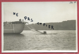 CROISEUR FOCH  PHOTO 1933 - MARINS SUR LA  RAMPE DE RECUPERATION - MARINE BATEAU AVIATION MILITARIA