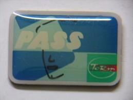 Pin´s - Carte PASS - BUS URBAINS - Transports TCRM - Trasporti