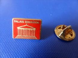 Pin's Arthus Bertrand - Palais Bourbon Assemblée Nationale - Rouge (AA39) - Arthus Bertrand