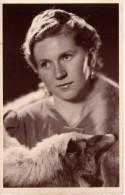 Carte Photo Originale Femme - Portrait De Jeune Femme Au Regard Pensif Avec Renard Autour Du Cou - - Personnes Identifiées