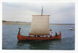 """Photo-carte moderne ann�es 90 """"Drakkar viking dans le port de Barneville-Carteret"""" Manche - Normandie"""