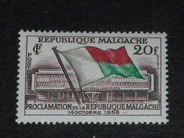 MADAGASCAR YT 338 ** - ASSEMBLEE CONSTITUANTE DRAPEAU - - Madagascar (1960-...)