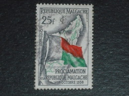 MADAGASCAR YT 339 OBLITERE - CARTE DRAPEAU - - Madagascar (1960-...)