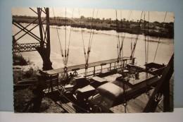 ROCHEFORT-SUR-MER   --- Au Pont Transbordeur De Martrou , L´arrivée De La Nacelle  --  ( Pas De Reflet Sur L´original ) - Rochefort