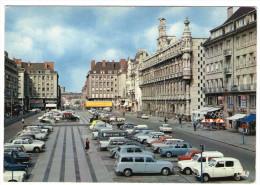 CPM   59      VALENCIENNES    PLACE D ARMES  PARKING    VOITURES  MAGASINS - Valenciennes