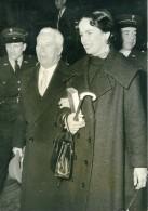 France Paris Charlie Chaplin & Oona Rendent Visite à L'Abbé Pierre Ancienne Photo 1954
