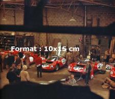 Reproduction D 'une Photographie D'un Garage Ferrari Aux 24 Heures Du Mans De 1964 - Reproductions