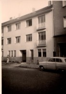 Photo Originale Voiture - Véhicule à Identifier Devant Immeuble à Identifier - Automobili