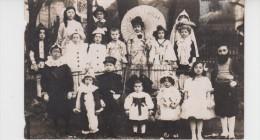 CARTE PHOTO / GROUPE D'ENFANTS DEGUISES