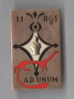 INSIGNE 11° RGS REGIMENT DU GENIE SAHARIEN , Armure Dorée Relief  , émail - DRAGO PARIS G 1531 - Armée De Terre
