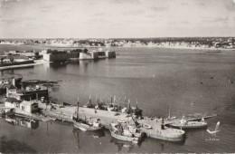 56 PORT LOUIS  - 30 -  Le Port De Pêche  Et La Citadelle - Port Louis