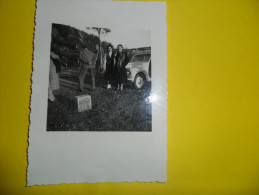 FOTO DI GRUPPO CON PARTICOLARE AUTO D'EPOCA ANNI 40 - Persone Anonimi