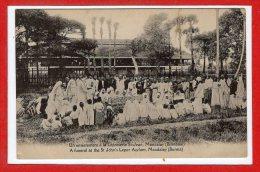 ASIE  - BIRMANIE --  Un Enterrement à La Leproserie St Jean , MANDALAY - Myanmar (Burma)
