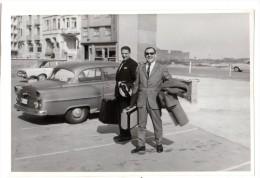 < Automobile Auto Voiture Car >> Belle Photo Originale 8 X 12 Opel Olympia Rekord, 2 Hommes Côte Belge - Automobiles