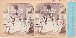 Vieille Photo Stereoscopique Un Mariage Sous Louis XV La Toilette De La Mariée Scene De Coiffure Costumes Galante - Stereoscopio