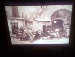 DIAPOSITIVE PHOTO DE CARTE POSTALE ANCIENNE -SAINT TROPEZ LE PORTAIL DU MARCHE (LOTAB29) - Diapositives