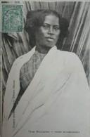CPA - Madagascar. Types Malgaches , Femme BETSIMISAKARA. Voyagé Timbre Cachet Paquebot 1906 - Madagascar