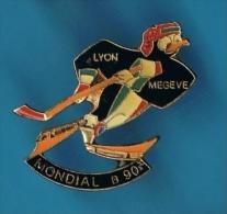 PIN'S //  ** HOCKEY SUR GLACE ** LYON / MEGÈVE ** MONDIAL B ** 90  ** PINGOIN ** . (3,2 X 2,3 CM) - Skating (Figure)