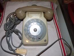 ANCIEN TÉLÉPHONE ERICSON A CADRAN AVEC ÉCOUTEUR FONCTIONNE TESTÉ - Téléphonie