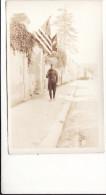 CP Photo 1918 AISY-SUR-ARMANCON (près Tonnerrois) - Une Rue, Quartier Américain, Drapeau Régimentaire (A134, Ww1, Wk 1) - Francia