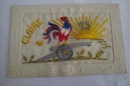CPA CARTE FANTAISIE BRODEE Brodees GLOIRE AU 75 EME CANON COQ Armee - Brodées