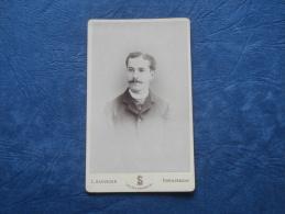 Photo CDV Sauvager à Fontainebleau  Portrait Jeune Homme Moustachu - Circa 1880 - L244A - Anciennes (Av. 1900)