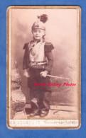 Photo Ancienne CDV Vers 1880 - NOGENT LE ROTROU - Paul LEGRAND D´ ABBEVILLE Enfant Cuirasse Armure Militaire Cuirassier - Oud (voor 1900)