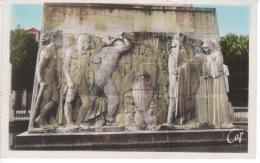 02 - SOISSONS  - MONUMENT AUX MORTS - COMMEMORATIF MILITAIRE - VASE DE SOISSONS