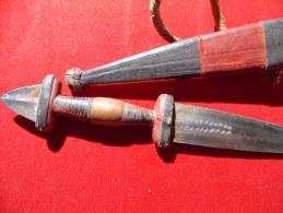 Couteau Africain Cuir Lame Decorée Etui Et Manche Cuir - Art Africain