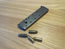 Chargeur MAC 50 Avec 4 Munitions 9mm Neutralisé - Armes Neutralisées