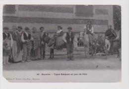 64 Bayonne - Types Basques Un Jour De Fête - Bayonne