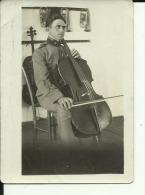 SERBIA, KINGDOM OF YUGOSL. --  ORIGINAL PHOTO  -  KONTRABASS, OFFICER, ROYAL GARDE  MUSIKER, MUSICIEN  --  9 Cm X 6,5 Cm - Militaria