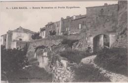 13 - Les Baux - Route Romaine Et Porte Eyguières - Editeur: Magali N° 4 - Les-Baux-de-Provence