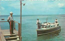 A16-3159 :  BARBADOS  HARBOUR POLICE LAUNCH AT JETTY  SAINT MICHAEL - Barbades