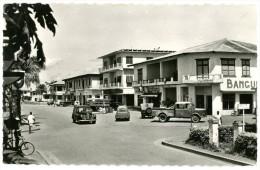 République Centrafricaine. Ex Afrique équatoriale Française. Bangui. Le Centre Commercial. Envoyée En 1956. - Centrafricaine (République)
