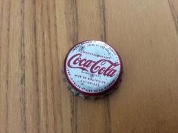"""ancienne Capsule de soda """"Coca-Cola (rouge sur gris) - SOCI�T� PARISIENNE DE BOISSONS GAZEUSES SA CONCESSIONNAIRE"""""""