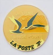 Pin's LA POSTE - LA DEFENSE CNIT - Espace Poste - Hirondelles ? - Emc - F099 - Mail Services