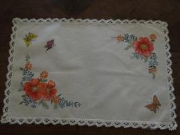 Napperon Rectangulaire Lin Décor Fleurs Et Papillons - Tablemates