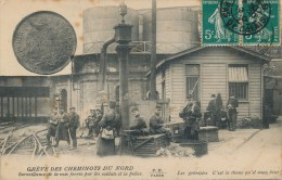 CHEMIN DE FER - Grève Des Cheminots Du Nord  - Surveillance De La Voie Ferrée Par Les Soldats Et La Police - Stations - Met Treinen
