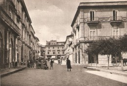 CT--N--1279--  AVERSA - ANGOLO PIAZZA VITTORIO EMANUELE - CALESSE - MOLTO ANIMATA - Aversa