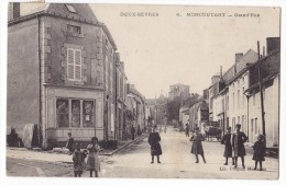 MONCOUTANT -  Grand' Rue  Superbe Anmation Gros Plan. - Moncoutant